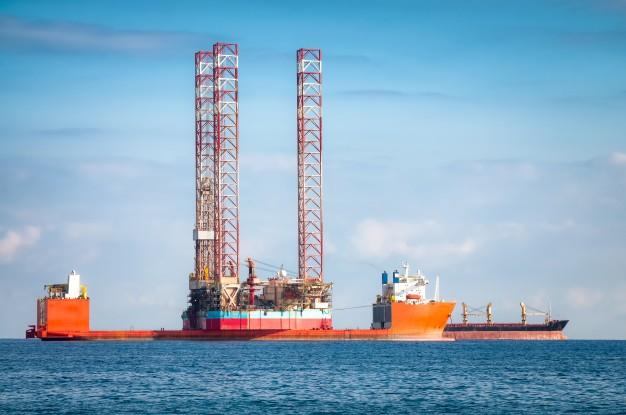 Wypadek morski: zderzenie statków i awaria