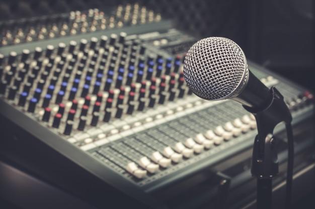 Programy radiowe i telewizyjne: nadawca, odbiorca i przekaz