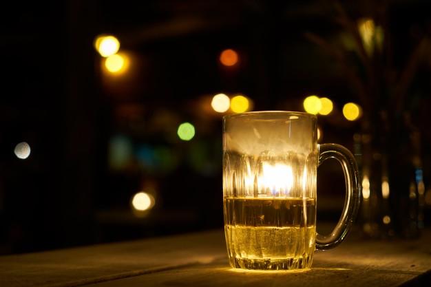 Sprzedaż alkoholu i piwa przeznaczonych do spożycia w miejscu lub poza miejscem sprzedaży
