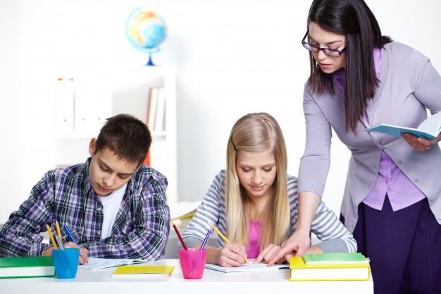 Rozwiązanie i wypowiedzenie umowy o pracę z nauczyciela w szkole