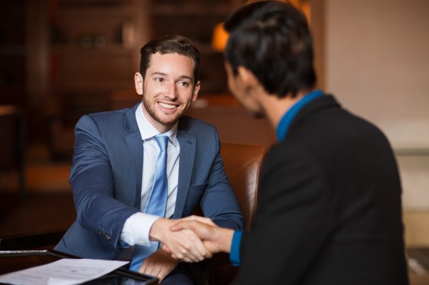 Nabywanie prawa, nieruchomości, zaciąganie zobowiązań i pozywanie przez spółkę