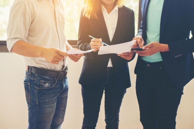 Sprzedaż udziału, czyli ogółu praw i obowiązków w spółce osobowej (jawnej, partnerskiej czy komandytowej)