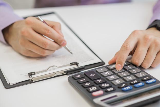 Kradzież i przywłaszczenie pieniędzy z kasy przez pracownika