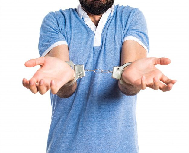 Tymczasowe zatrzymanie i aresztowanie pracownika a wypowiedzenie lub rozwiązanie umowy o pracę